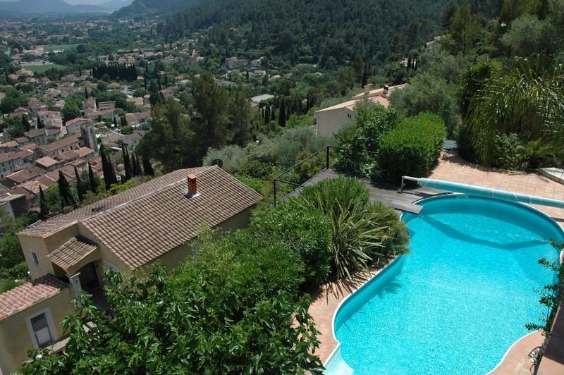 vente villa sollies-toucas calme vue et piscine