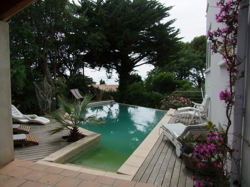 Maison vue mer piscine pradet